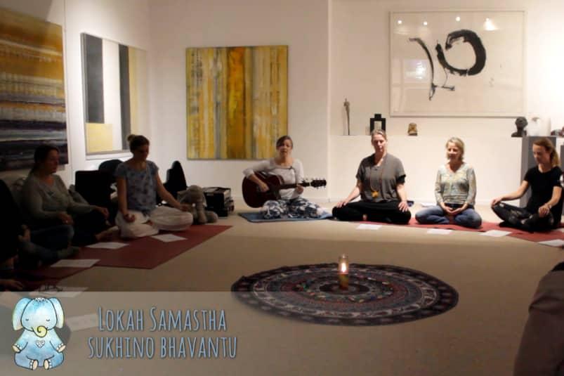 Lokah samastah – Mantra singen mit Maria